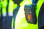 Исследование показало, что на полицейских с носимой камерой нападают чаще